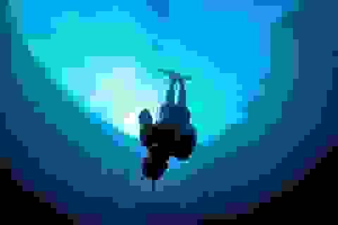 Khám phá hố xanh sâu nhất hành tinh